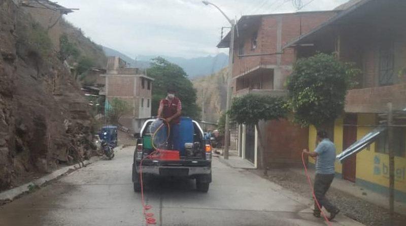 barrio-pueblo-nuevo-desinfecta-sus-calles-y-veredas